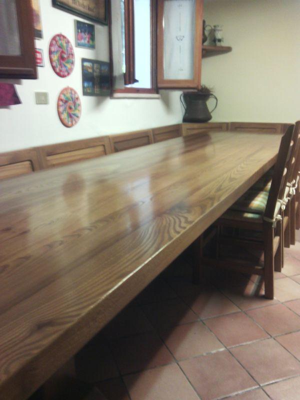 strepitosa taverna con tavolo di 4 metri