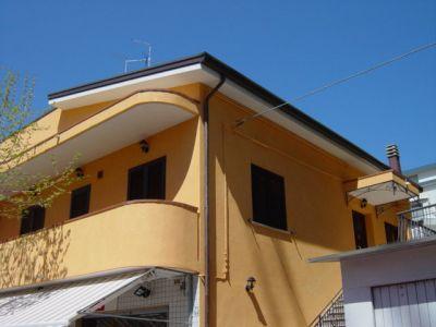 Appartamenti in riccione centro a 100 metri dal mare for Bagno 68 riccione