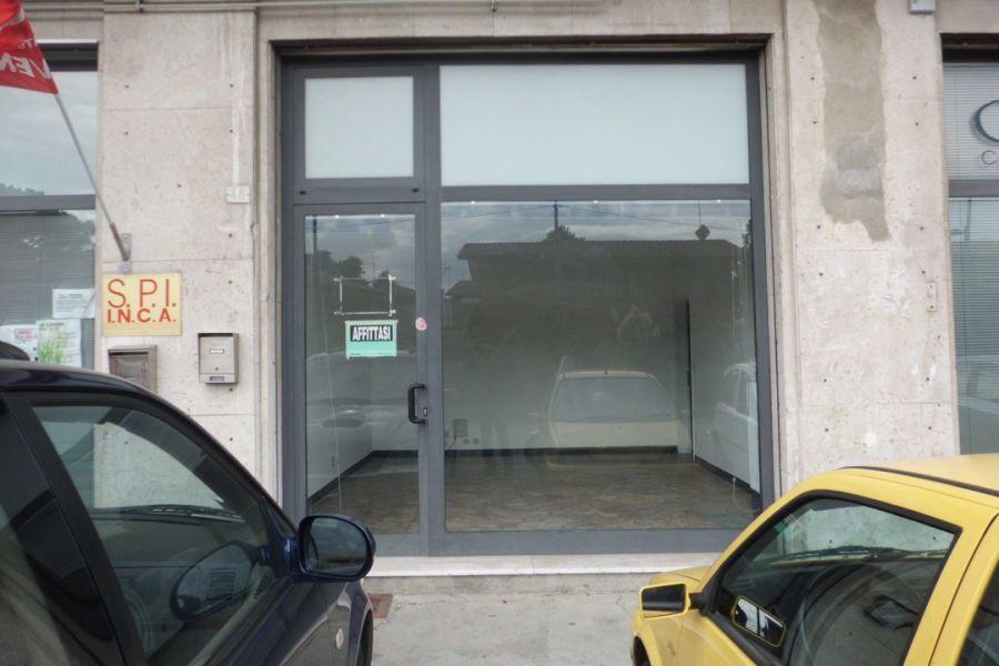 Affitto negozio ufficio for Affitto ufficio temporaneo