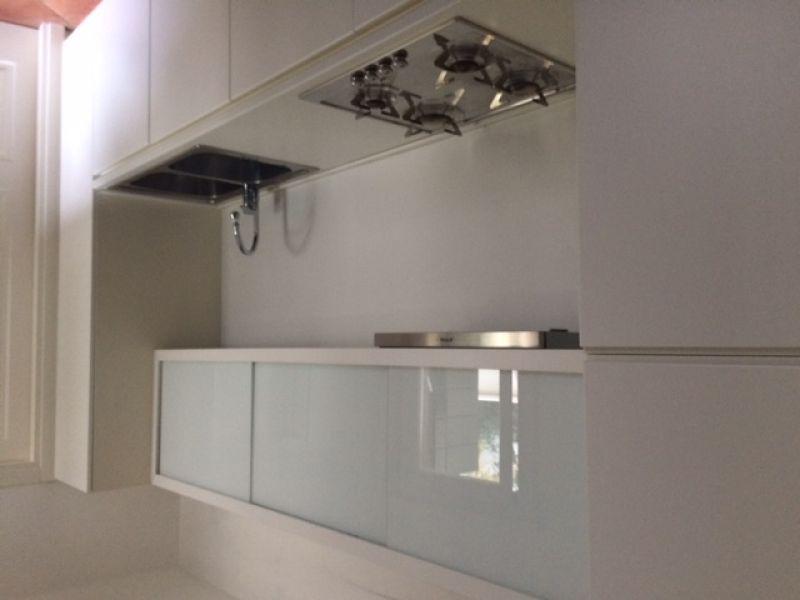 Mobile cucina colore bianco frigorifero smeg - Mobile cucina bianco ...