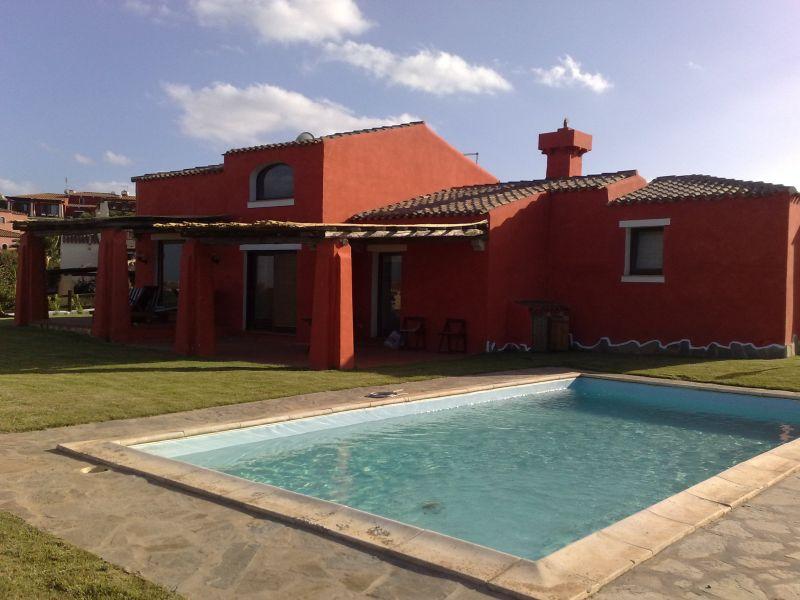Villa singola vista mare con piscina e giardino esclusivi in sardegna - Villa con piscina sardegna ...