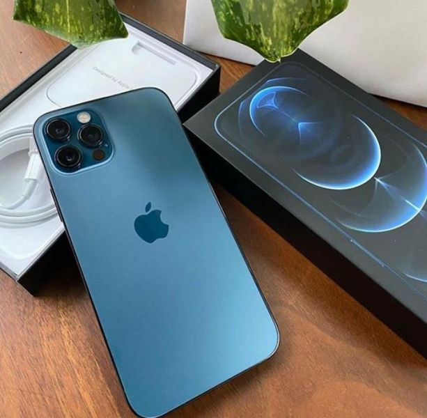 Apple iPhone 12 Pro 128GB = 500euro, iPhone 12 Pro Max 128GB = 550euro, iPhone 12 64GB = 430euro