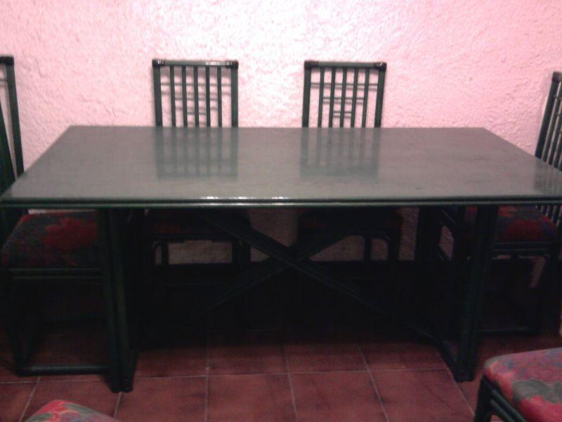 Mobile sala con tavolo e sedie for Mobile basso sala