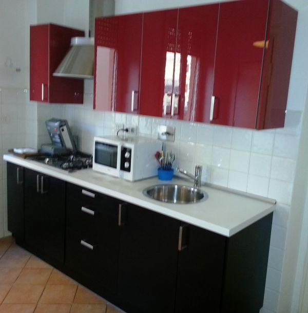 Cucina lineare m poco utilizzato con tavolo e sedie for Subito it gorizia arredamento