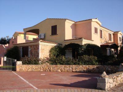 Vendita appartamento al pianterreno como ai servizi e al for Case in vendita a tanaunella
