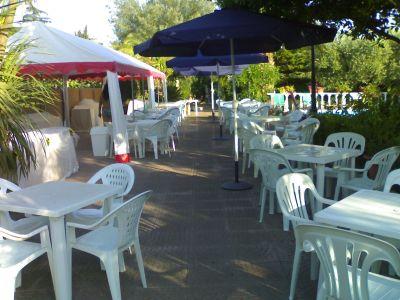 Noleggio tavoli plastica sedie di plastica ombrelloni ecc per feste - Fermatovaglia per tavoli di plastica ...