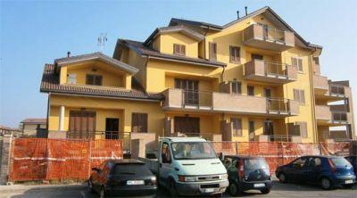 Appartamento su due livelli in vendita a vimercate for Finestre velux bolzano