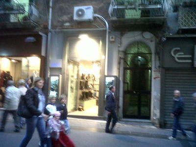 Vendesi monolocale napoli via chiaia 42 casain 081200198 for Vendesi monolocale roma