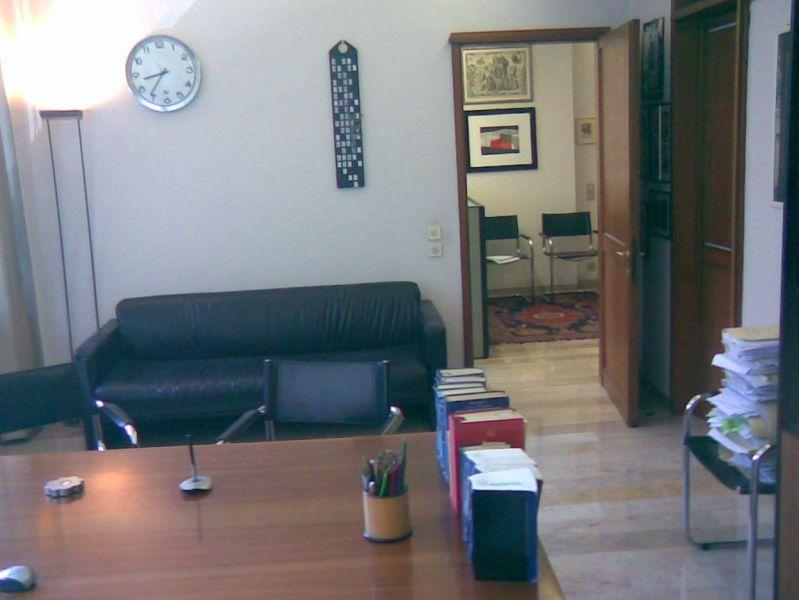 Affittasi studio arredato anche parte in centro a treviso for Studio arredato