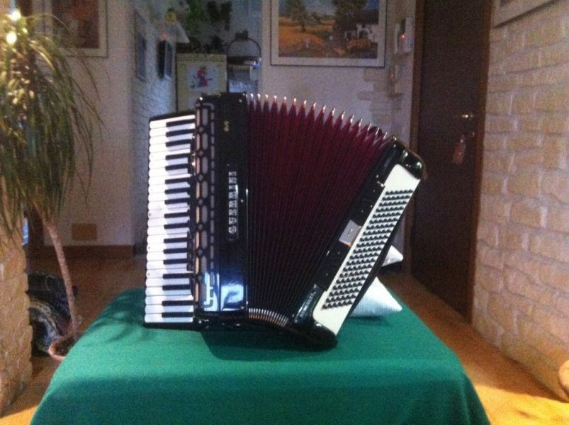 Fisarmonica Guerrini Berkeley 120 bassi Full Midi Fitted electro professional